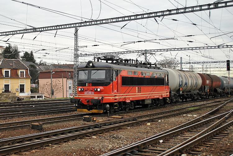 Už s novou registráciou a firemným oranžovo-čiernym náterom spoločnosti IDS-Cargo bol rušeň fotografovaný 14. decembra 2015 v Bratislave so súpravou cisterien.