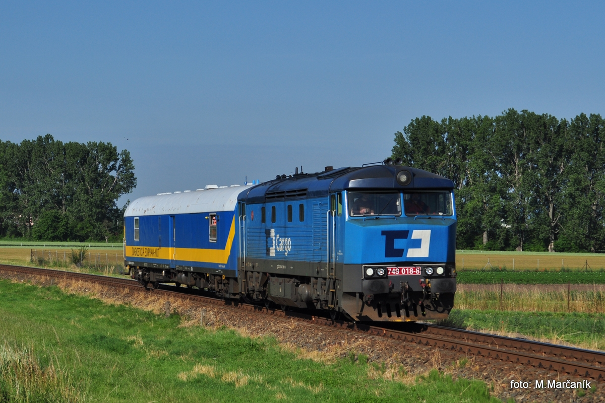 V júni sa mi podarilo u Kroměříža vyfotit merací vlak v čele s 749.018.