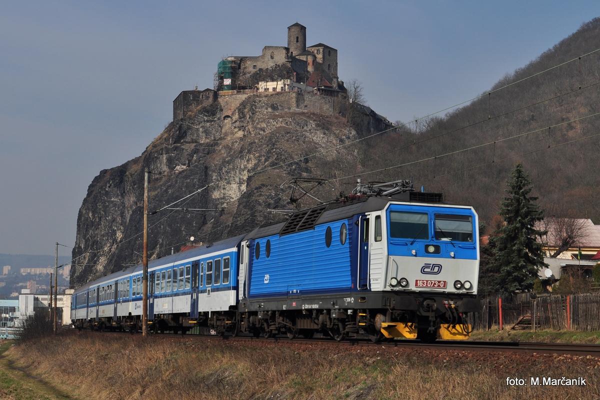 Pak sme sa presunuli do Ústí nad Labem, kde sme chceli dat nejaký náklad pod hradom Střekov, ale nezadarilo sa, a tak mame aspoň 163.073 s Os vlakom do Lysej n/L.