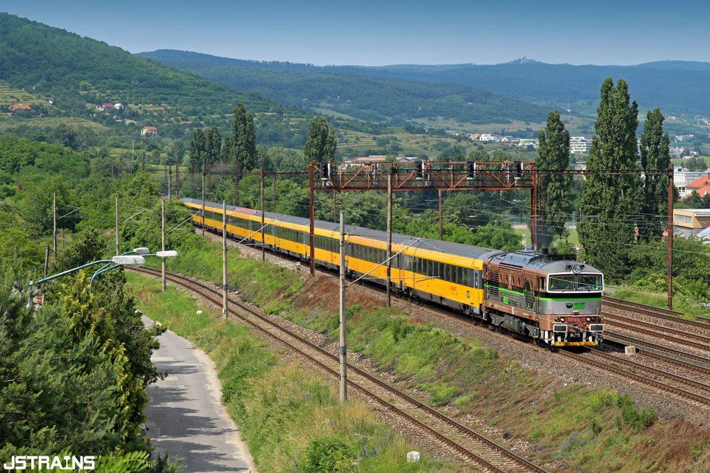 750.096 heroicky zvládol výkon v čele vlaku IC 400 zo Žiliny a s vlakom sa blíži k cieľu svojej cesty. Autor: Juraj Streber