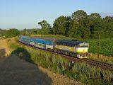 Ranný osobný vlak na ceste do Brna