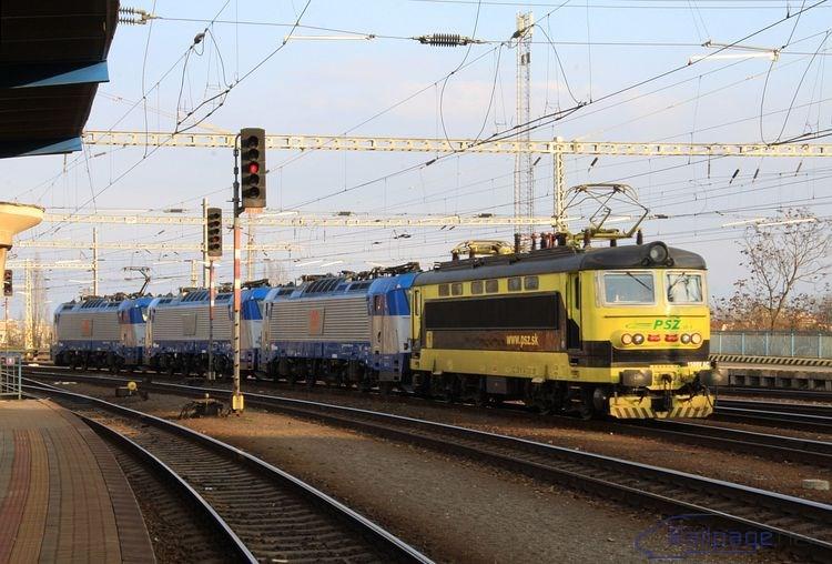 Zánovné lokomotívy ČD 380 012, 013 a 018, sprevádzané strojom 242 287 PSŽ, smerovali 24. februára 2014 do maďarského Komáromu na vykonanie TBZ.