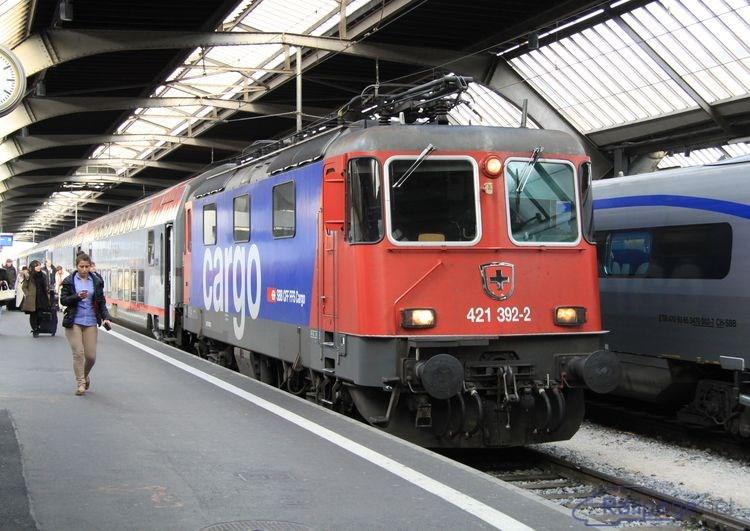 421 392 krátko po zastavení v železničnej stanici Zürich, 25.2.2014