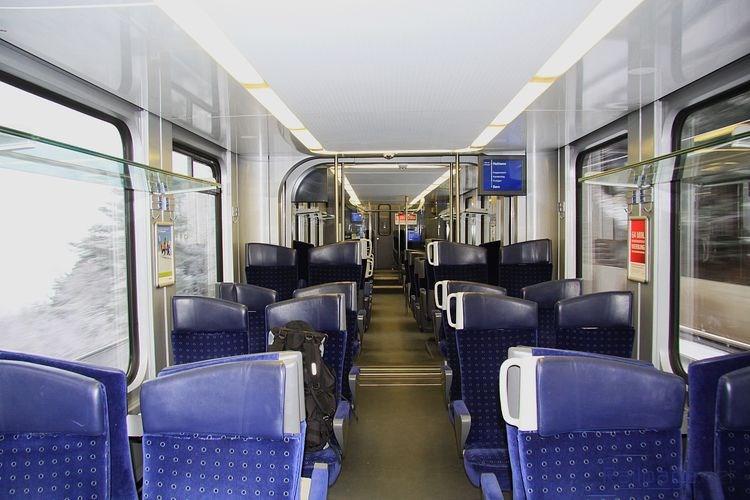 Interiér pre cestujúcich v elektrickej jednotke rady 535.