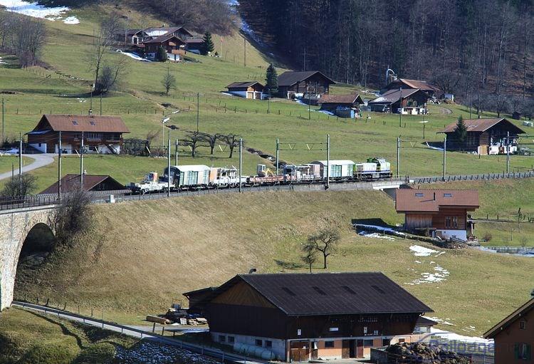 Keďže vo Švajčiarsku je na dvojkoľajných tratiach zavedená ľavostranná prevádzka, bol pracovný vlak s rušňom Am 843 502 zachytený 25. februára 2014 na Kanderviadukte počas jazdy proti správnemu smeru.