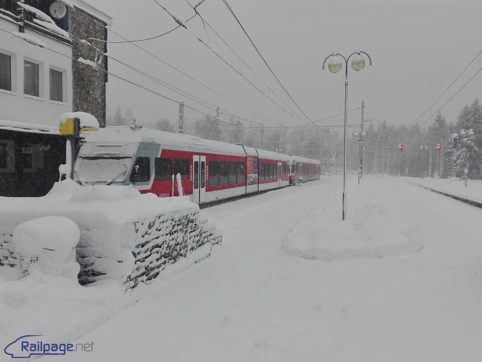 Počasie obmedzilo dopravu na viacerých tratiach 6d410463f75