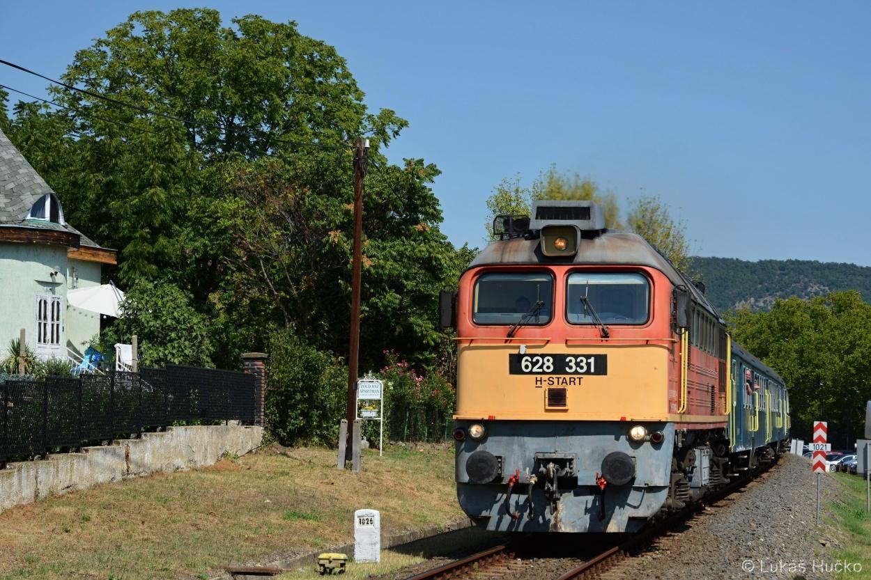 Stejný vlak o pár desítek kilometrů dál poblíž Révfülöpu