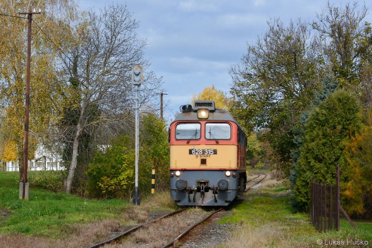628.315 přijíždí do stanice Nagyatád