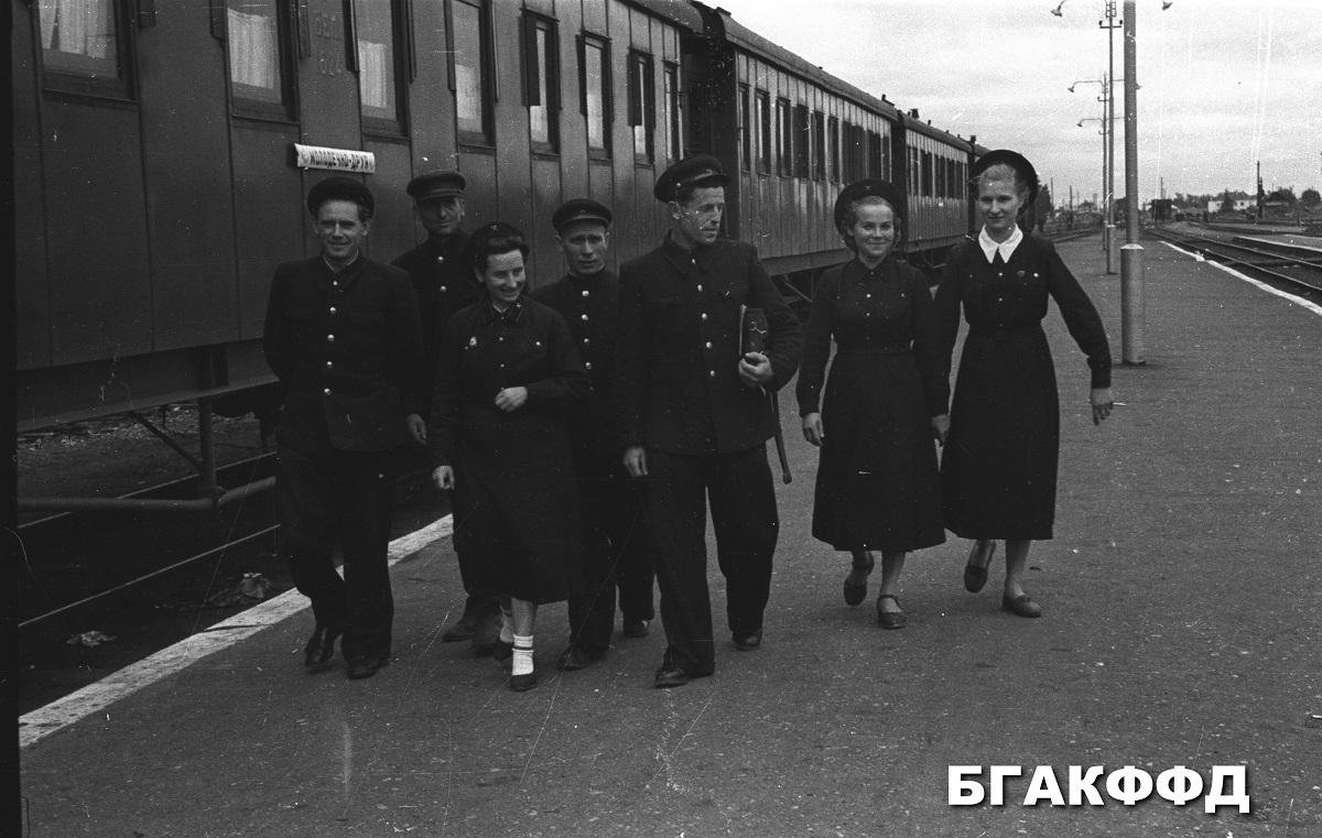 vlaková čata osobného vlaku stanica Molodečno pre odchodom..foto rok 1956