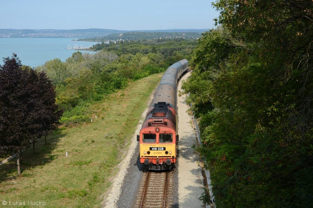 Do známeho tunelu u Balatonu se právě chystá vnořit stroj 418.328