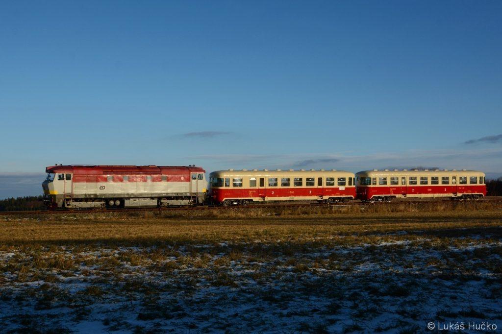 Příjezd Sp 11806 do stanice Květná