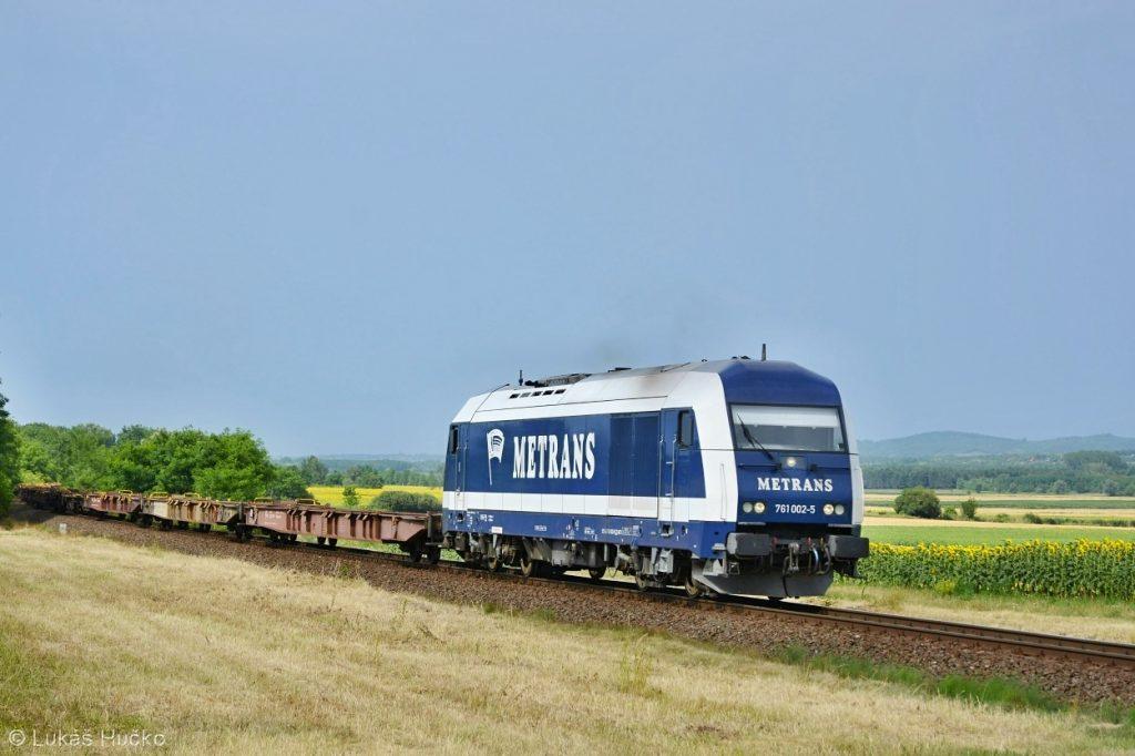 Herkules 761.002 doslova letí plnou rychlostí zastávkou Halipuszta
