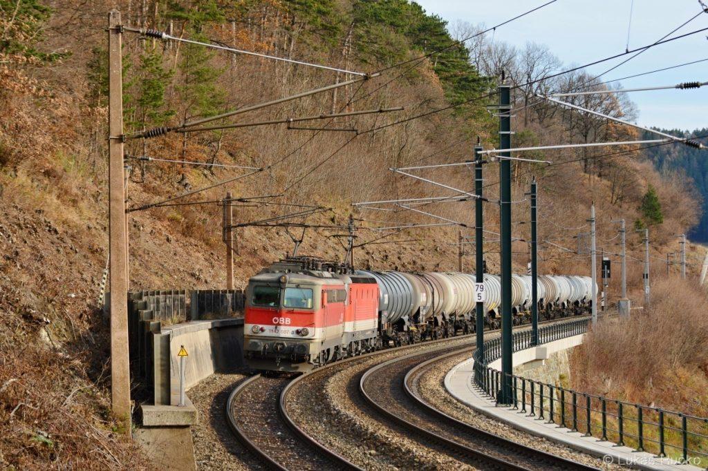 1142.587 na přípřeži nákladního vlaku u Schloglmühlu