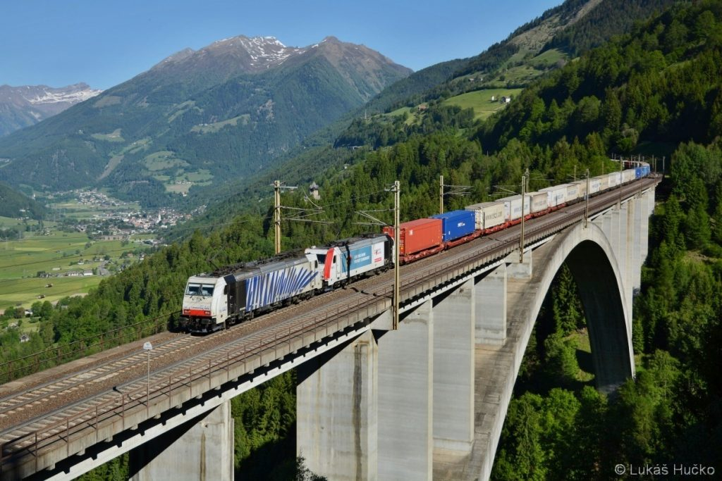 186.441+185.665 přejíždí nejvyšší rakouský most u Penku