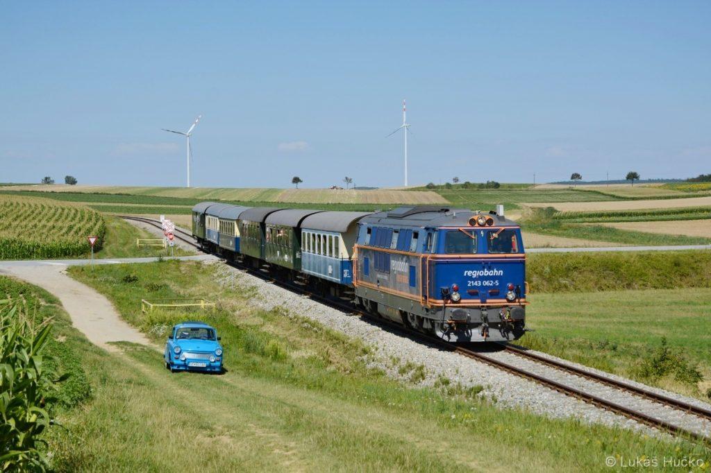 K cílové stanici Ernstbrunn se blíží zvláštní vlak s 2143.062