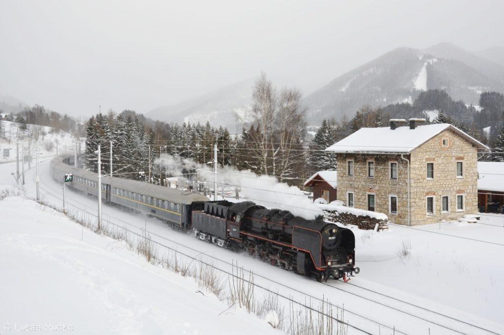 Winterdampf am Semmering 2017 – na snímku se ukazuje pára 50.1171 nedaleko Steinhaus am Semmering
