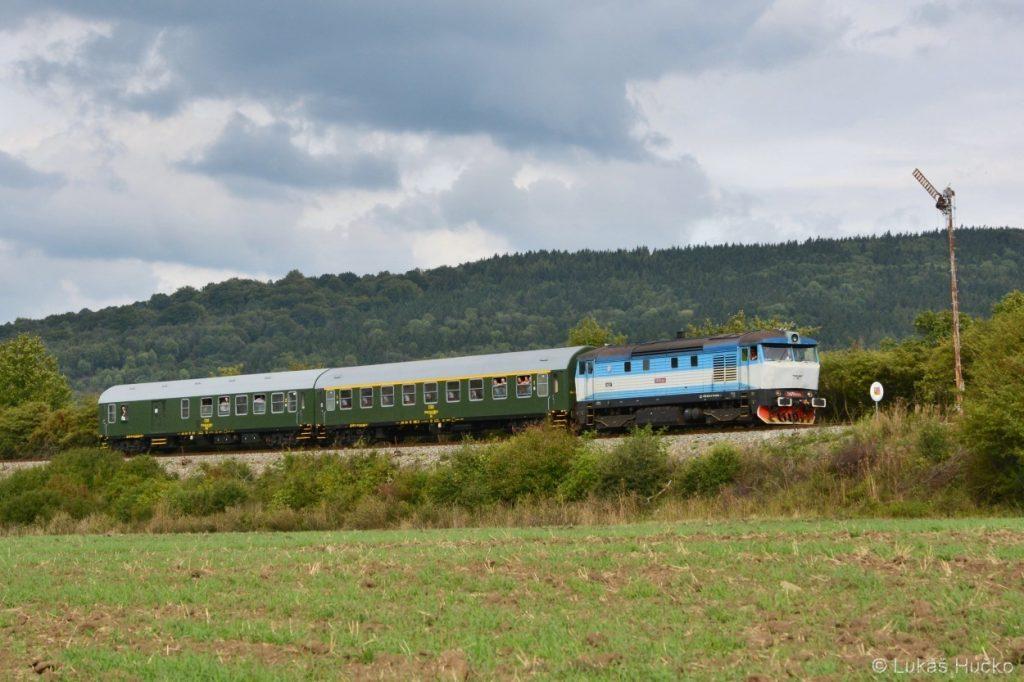 Zvláštní vlak s T478.2065 na vjezdu do žst. Vrbovce