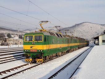 Dvojička 131081/082 bola zdokumentovaná počas prípravy na odchod po odstavení vnočnej smene. Prostredná mašina bola 131060/059 ana konci stál stroj 131017/018.