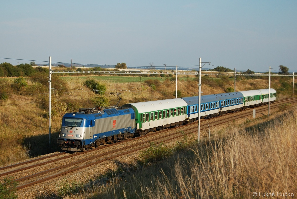 R 810 a stroj 380.008 u Zaječí dne 25.09.2011