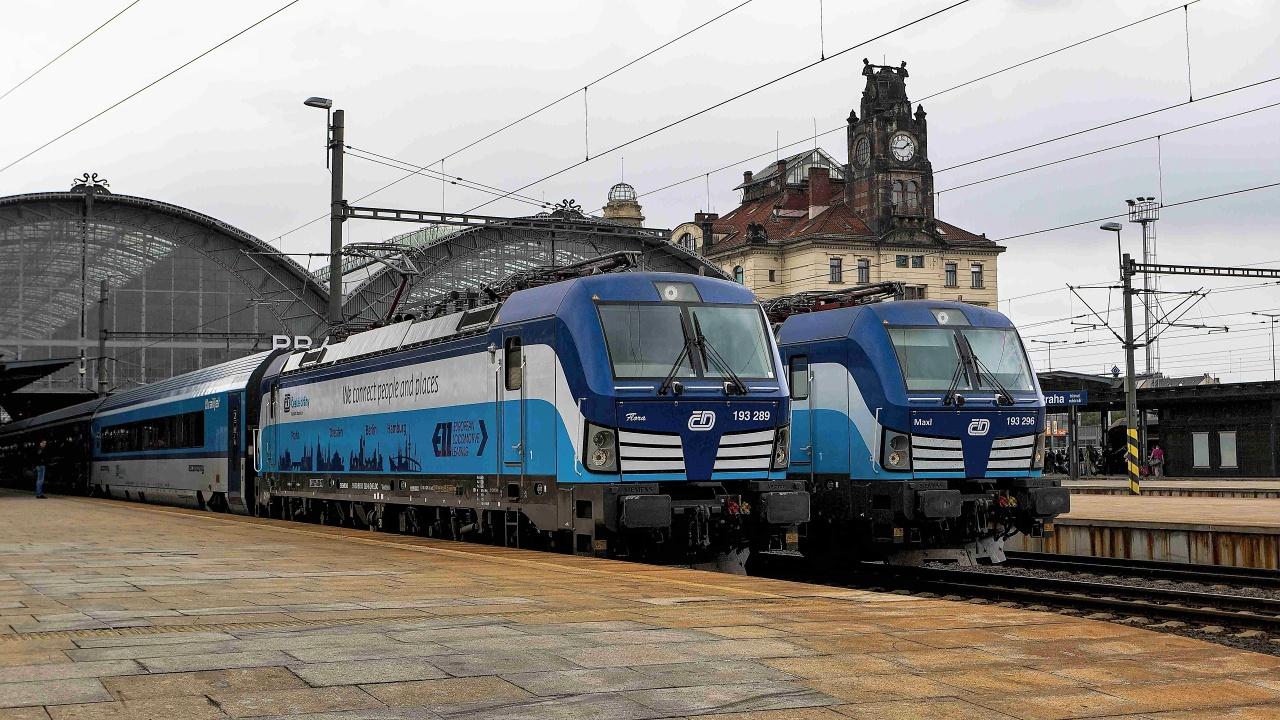 A csehek júniusban már ki is próbálták, hogy komázik-e egymással a Vectron és Viaggio Comfort-szerelvény<br>(fotó: railpage.net)