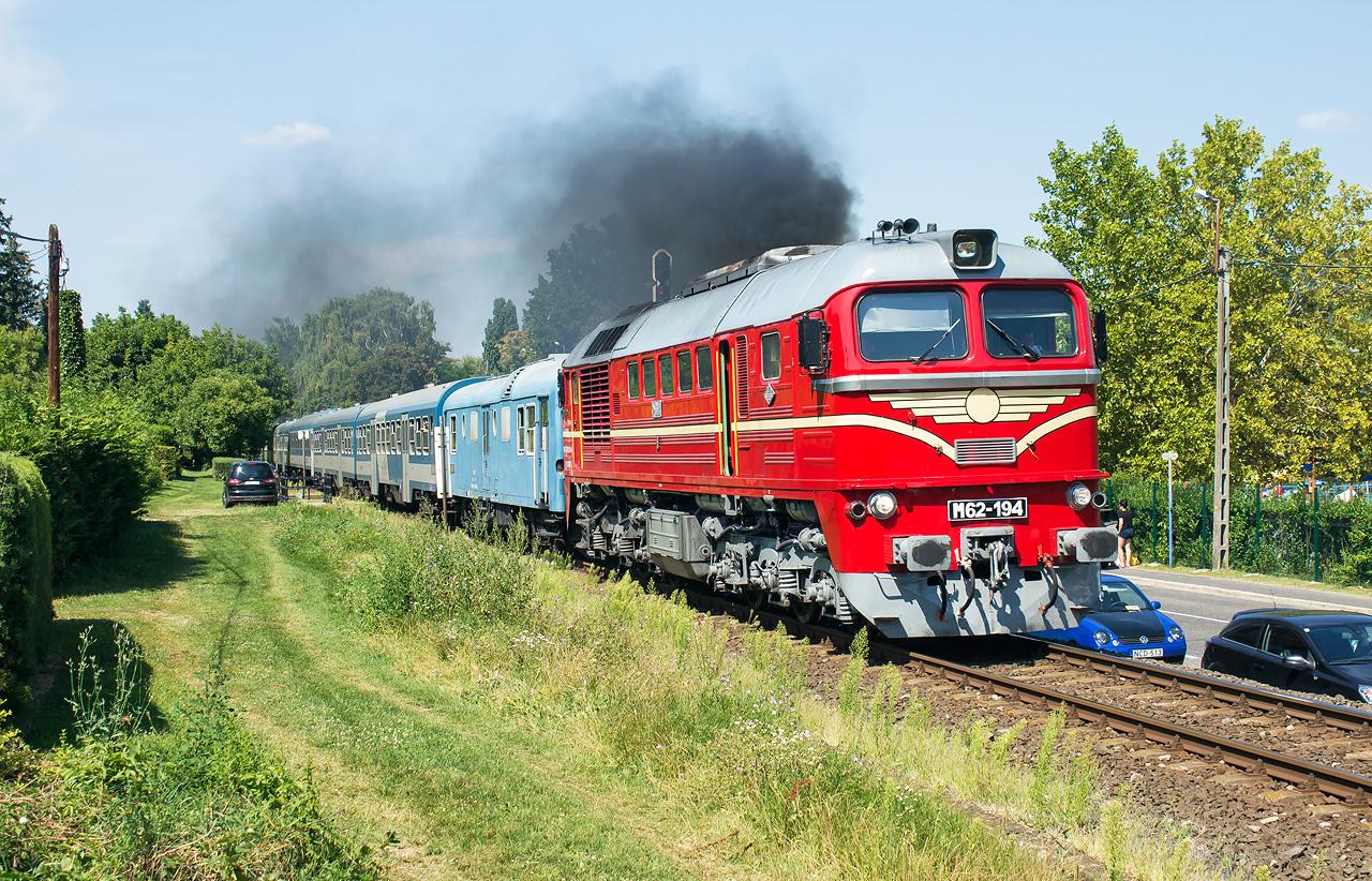 Sergej M62-194 v Badacsonytomaj ide do Tapolca. Prvý vozeň je na výrobu elektriky pre vagóny.