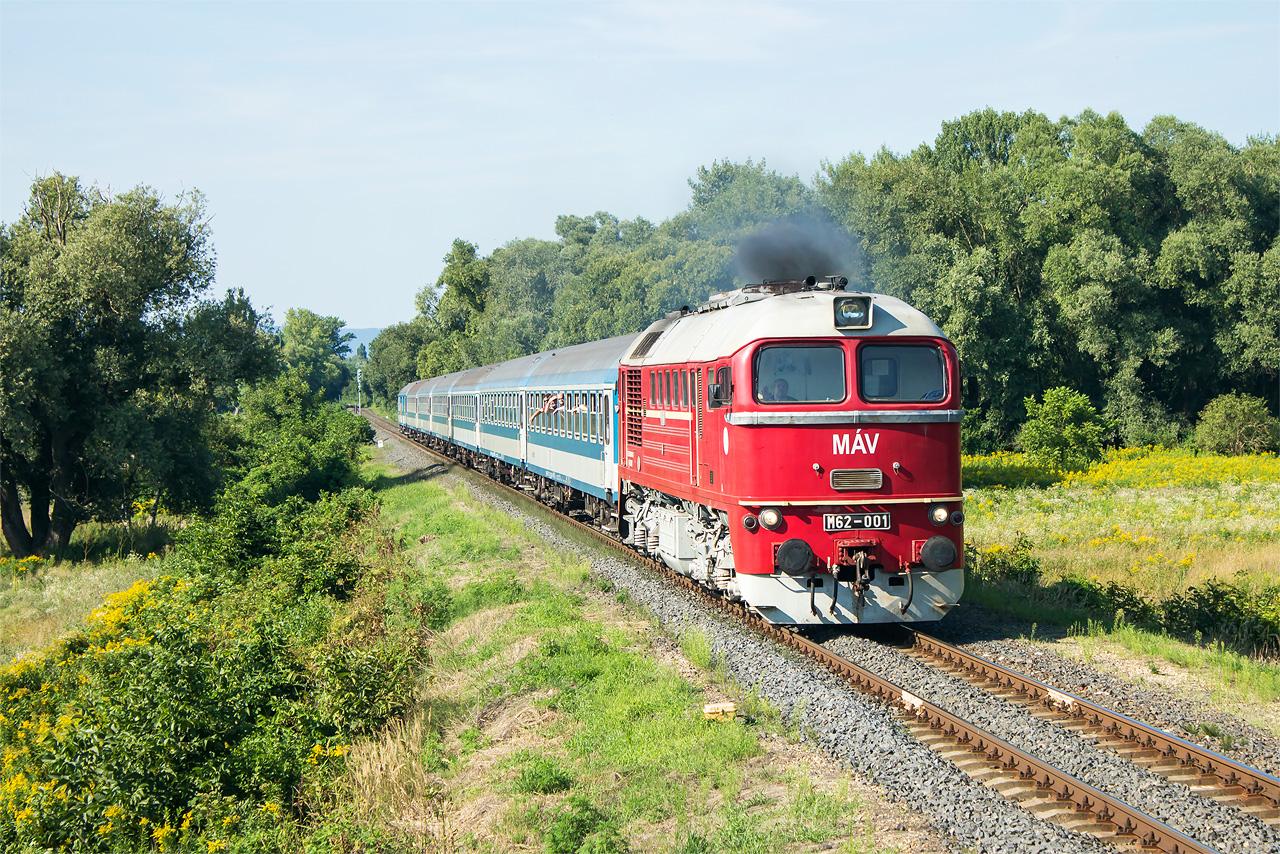 Návrat M62-001 v Nemesgulács, ktorý s tatom nazývame nemecký gukáš. Záber sa mi celkom vydaril. Bolo tu 22 fotičov.