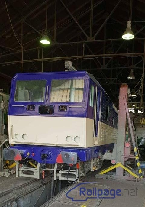 Az iglói depóban végzik az új dizájn szerinti festését a 075-076-os Ikermozdonynak (fotó: railpage.net)