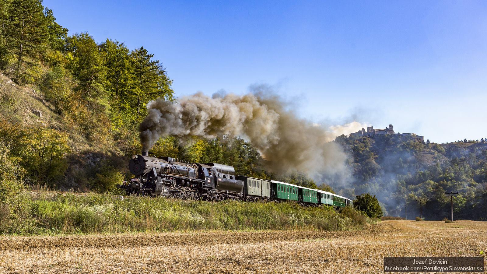 Parný vlak Mazutka a Čachtický hrad