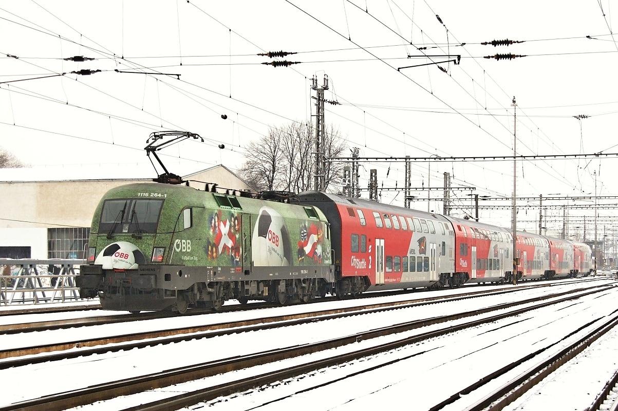 "Taurus 1116.234 ""Fuβbal am Zug"" přiváží R 2322 do Břeclavi dne 06.01.2009"