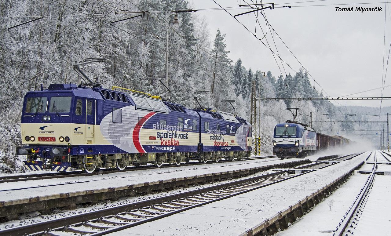 stretnutie dvoch rušňov ZSSK Cargo v novom nátere