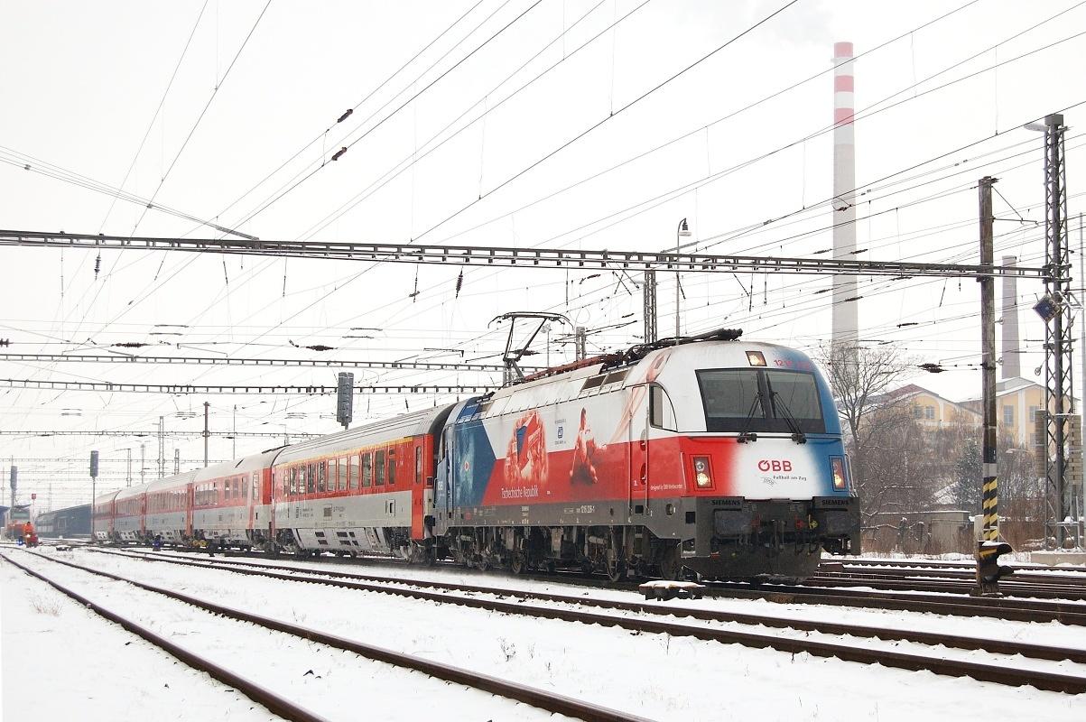 """""""EM 2008-Werbelok Tschechien"""" 1216.226 opouští Břeclav 07.01.2009 s vlakem EC 73 """"Franz Schubert"""""""