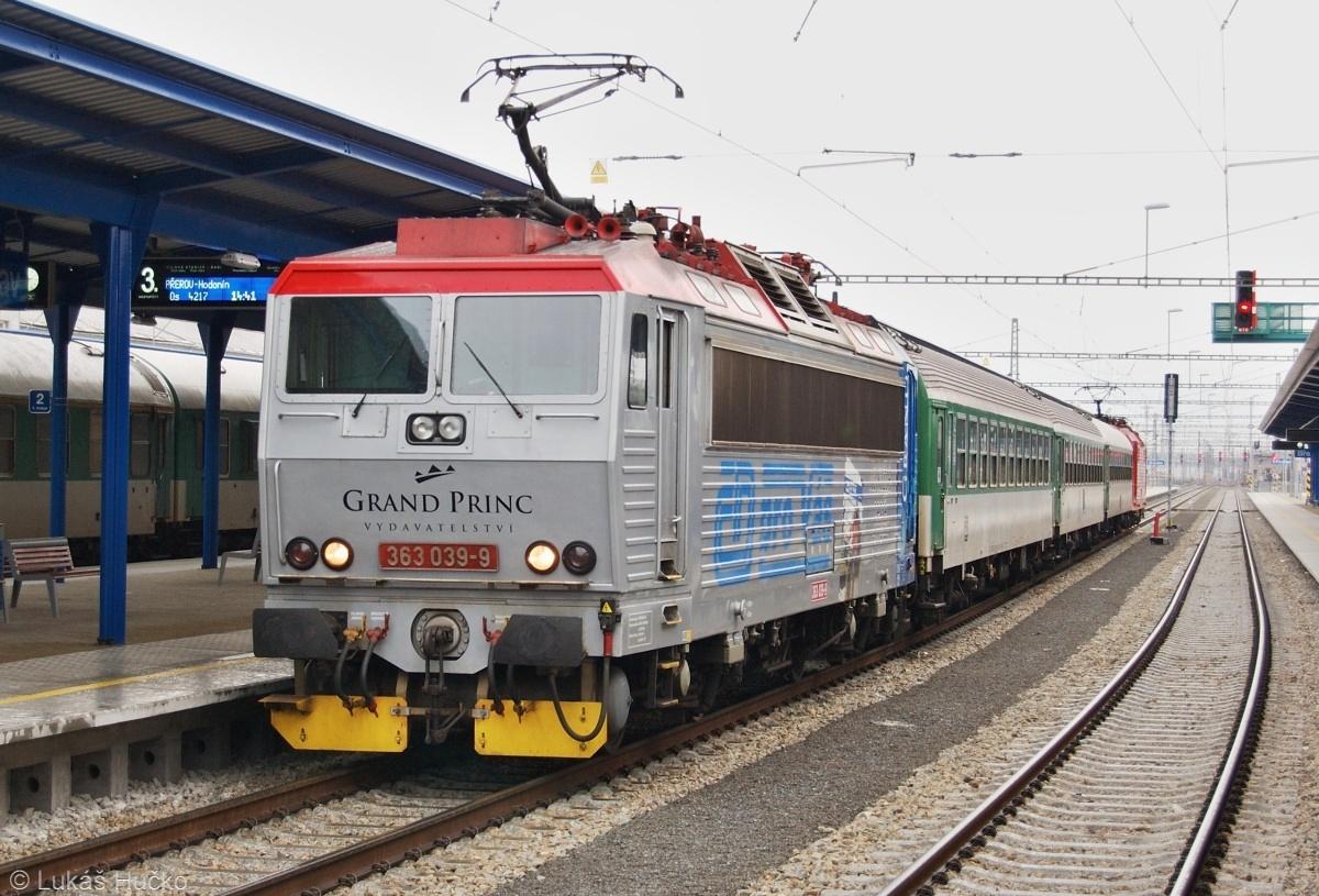"363.039 ""Grand Princ"" čeká na posun za Os 4217 do Přerova dne 03.02.2009"