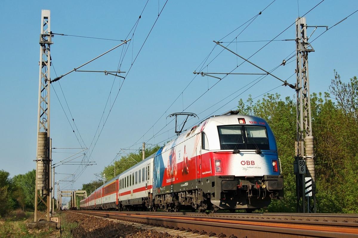Odjezd EC 173 do Rakouska v čele s 1116.226 v Břeclavi dne 19.04.2009