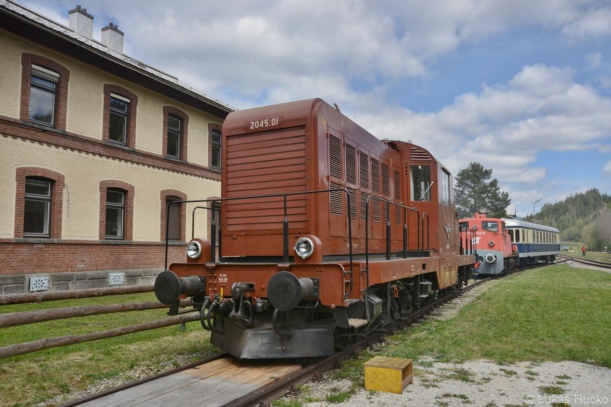 Dieselová lokomotiva 2045.01 odstavená v St. Aegydu