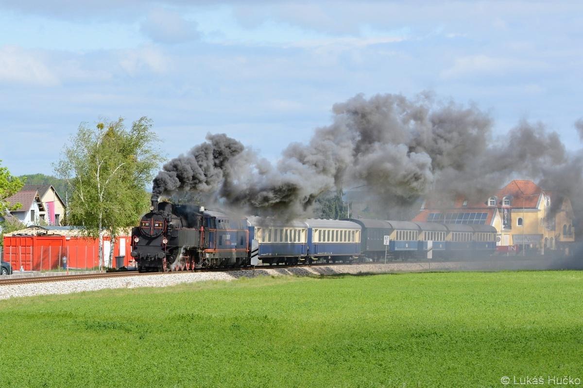 Zvláštní vlak projíždí kolem St. Georgen am Steinfeld