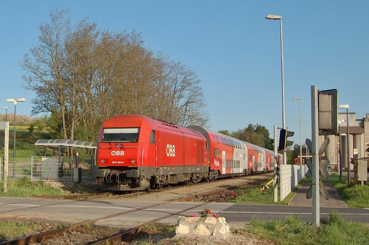 Herkules 2016.024 v zastávce Wiesen-Sigless dne 18.04.2009 s vlakem REX 7764