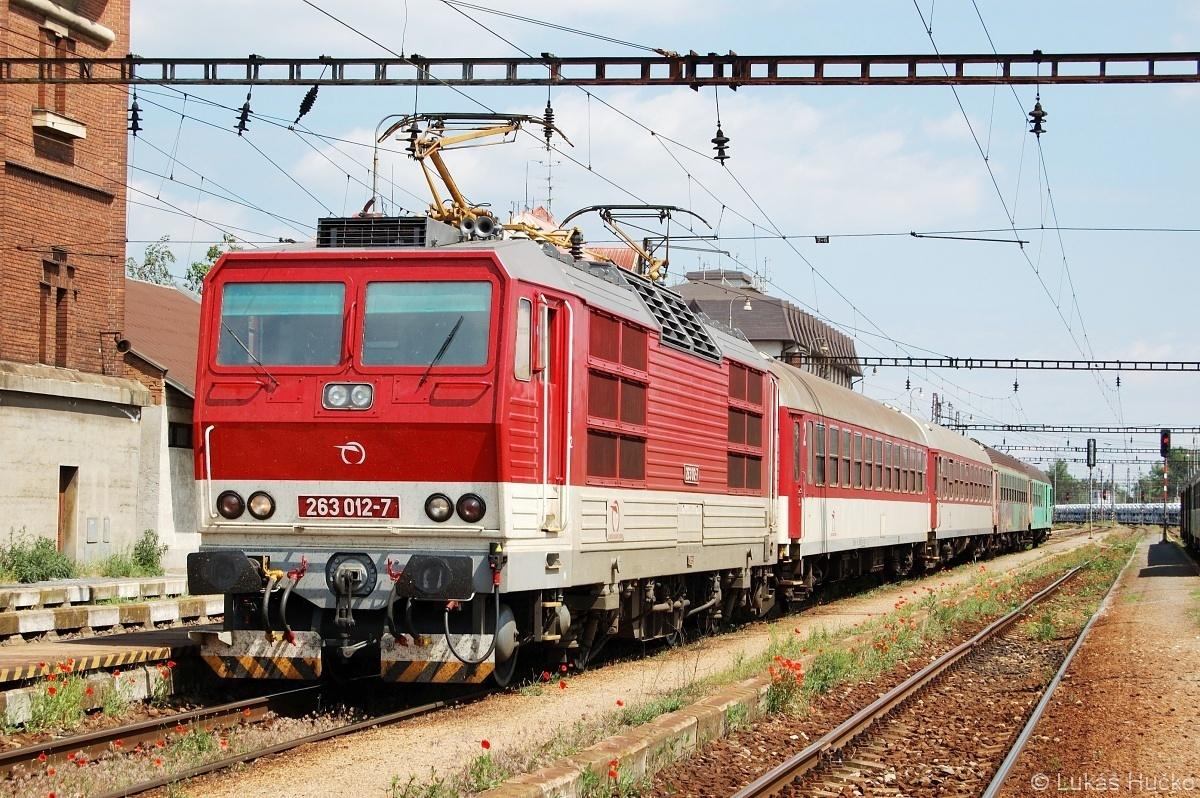 263.012 nachystaná k odjezdu z žst. Kúty do Bratislavy dne 23.05.2009
