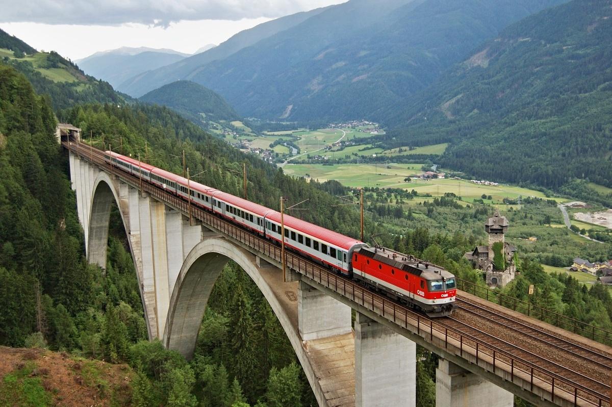 EC 591 přejíždí jeden z nejznámějších viaduktů v Rakousku – Falkensteinbrücke dne 09.06.2009