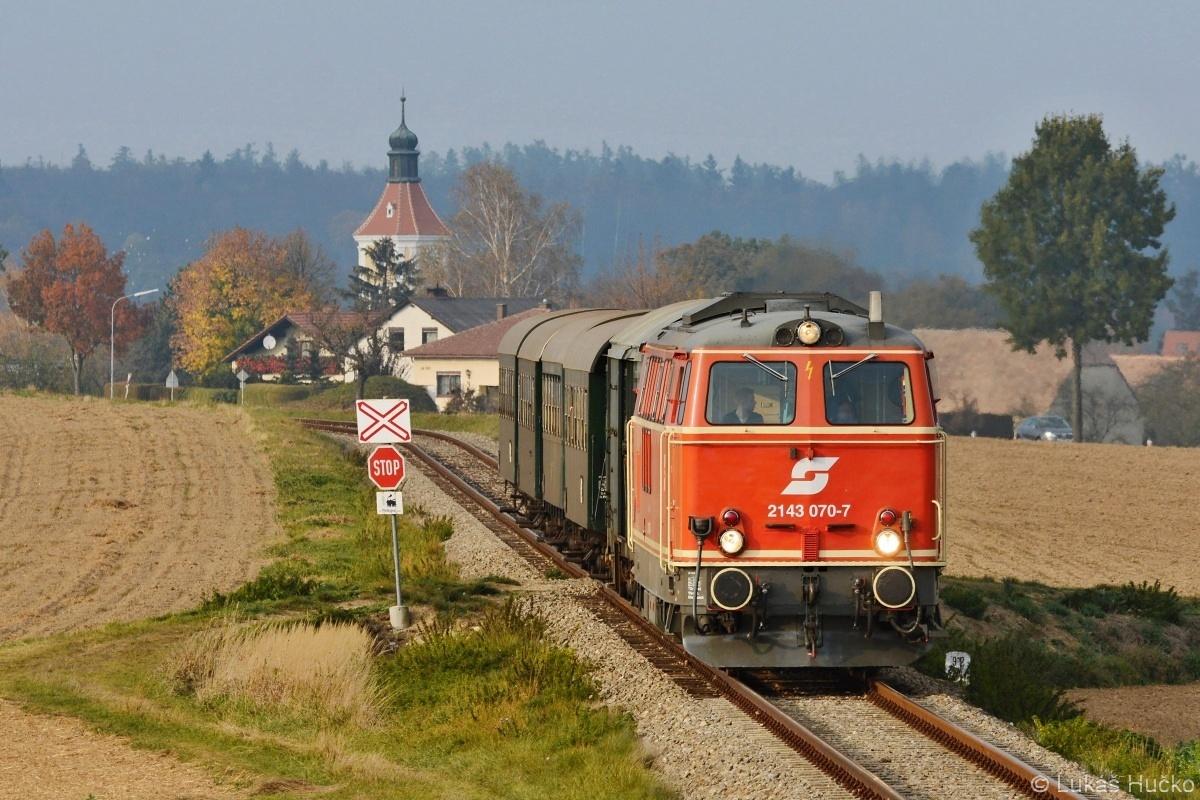 Nesměl jsem opomenout navštívit Reblaus Express a klasiku 2143.070 v čele. Zde u Niederfladnitz 20.10.2018