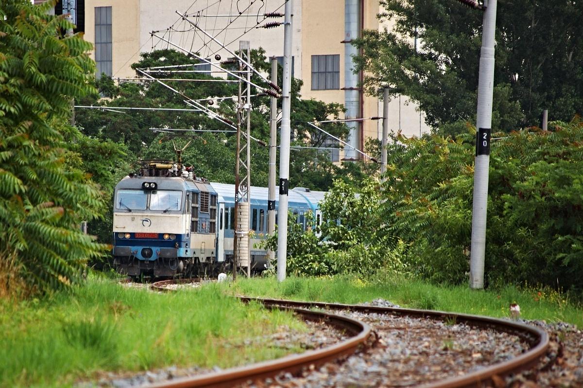 Odklonový vlak EC 30170 odjíždí z Hodonína dne 29.06.2009 se strojem 350.017