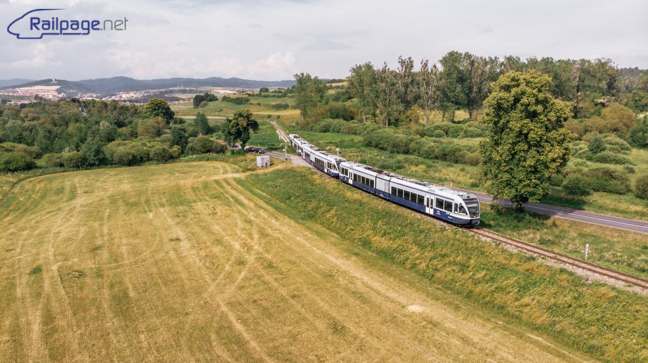 Definitívne posledný vlak z Levoče do Spišskej Novej Vsi míňa priecestie a pokračuje k Levočským Lúkam.