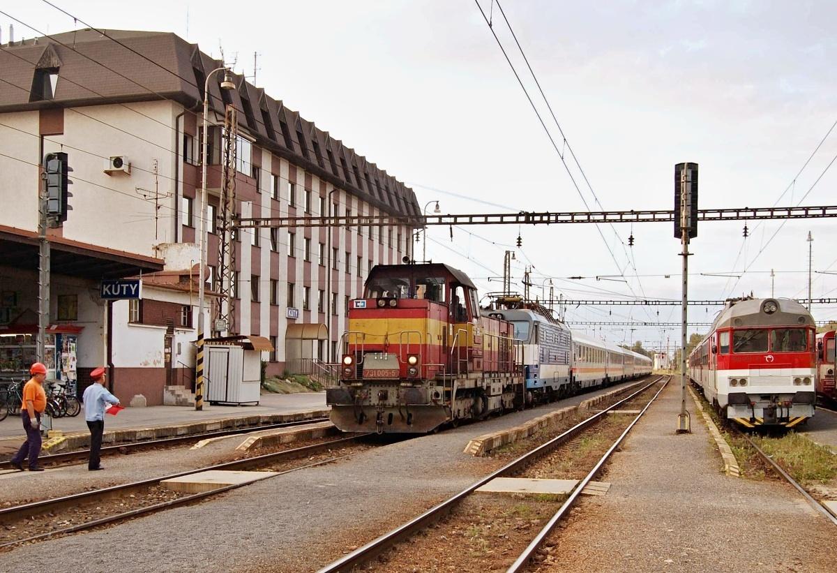 Z důvodu napěťové výluky přivezla 731.005 z Břeclavi vlak EC 175 do žst. Kúty dne 04.06.2009