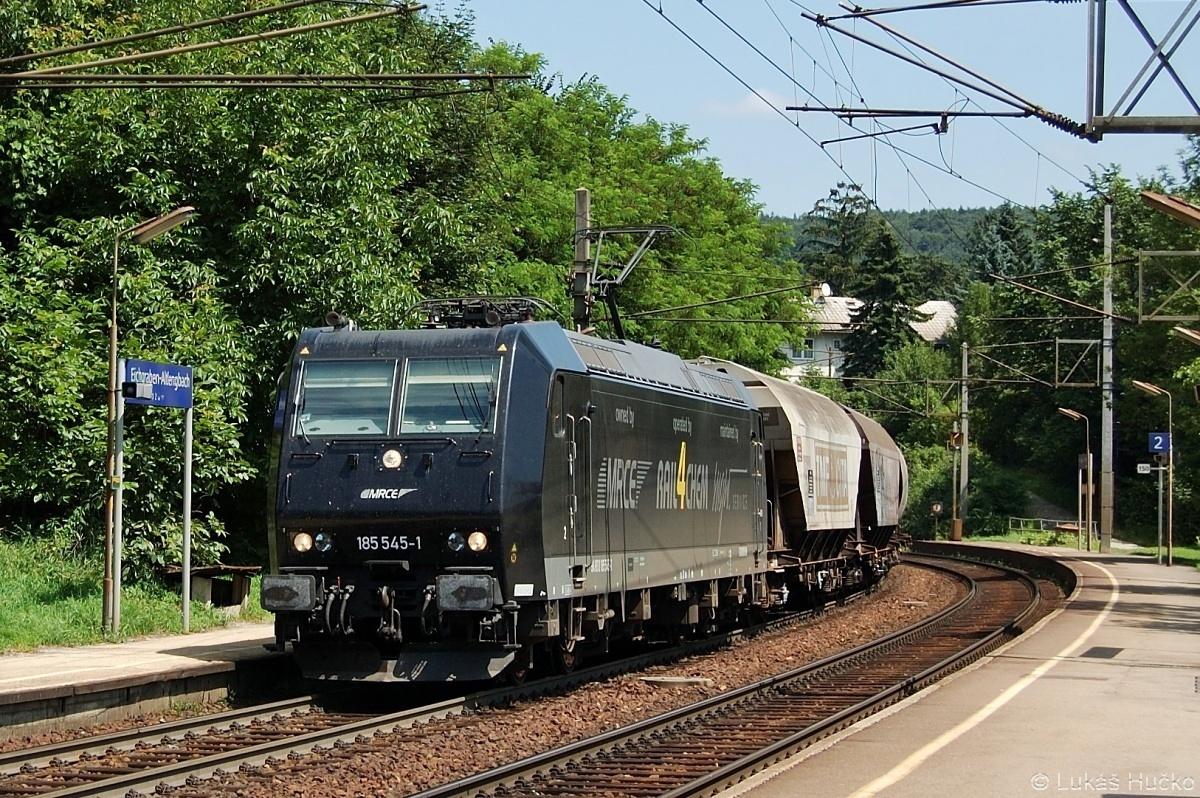 Průjezd nákladního vlaku v čele s 185.545 zastávkou Eichgraben 16.07.2009