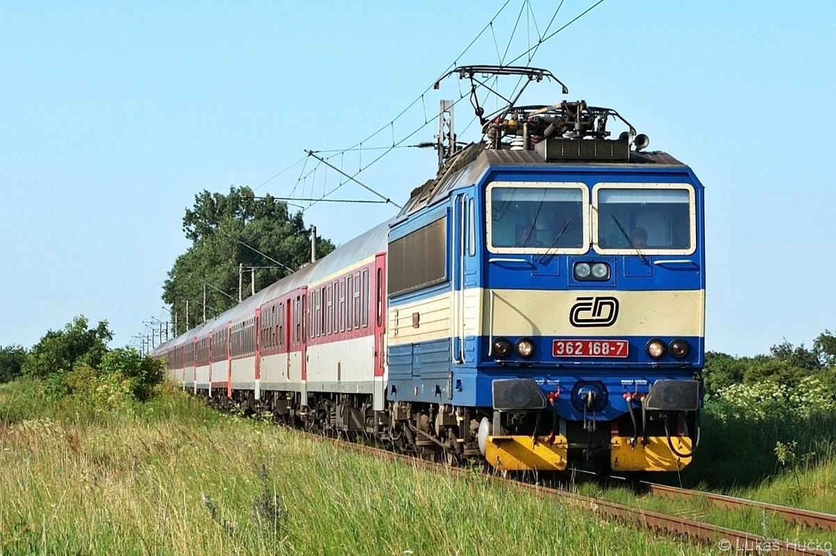 Eso 362.168 se blíží v čele odklonového Ex 30132 ke stanici Holíč nad Moravou dne 09.07.2009