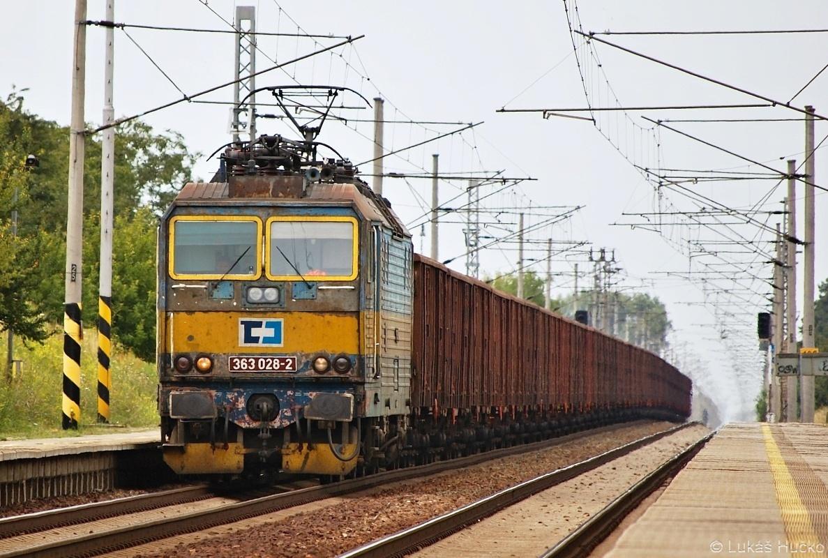 Eso 363.028 projíždí zastávou v Rohatci dne 28.07.2009