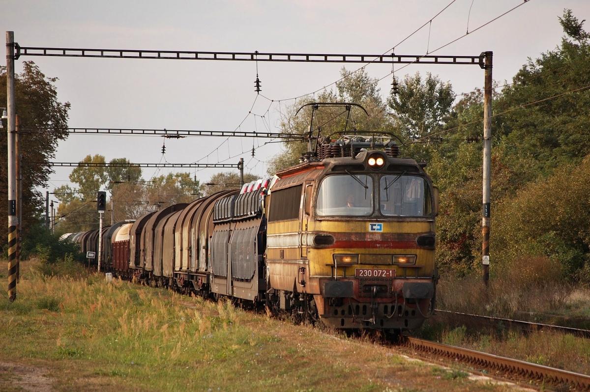"""'Laminátka"""" 230.072 projíždí zastávkou Brodské dne 27.09.2009"""