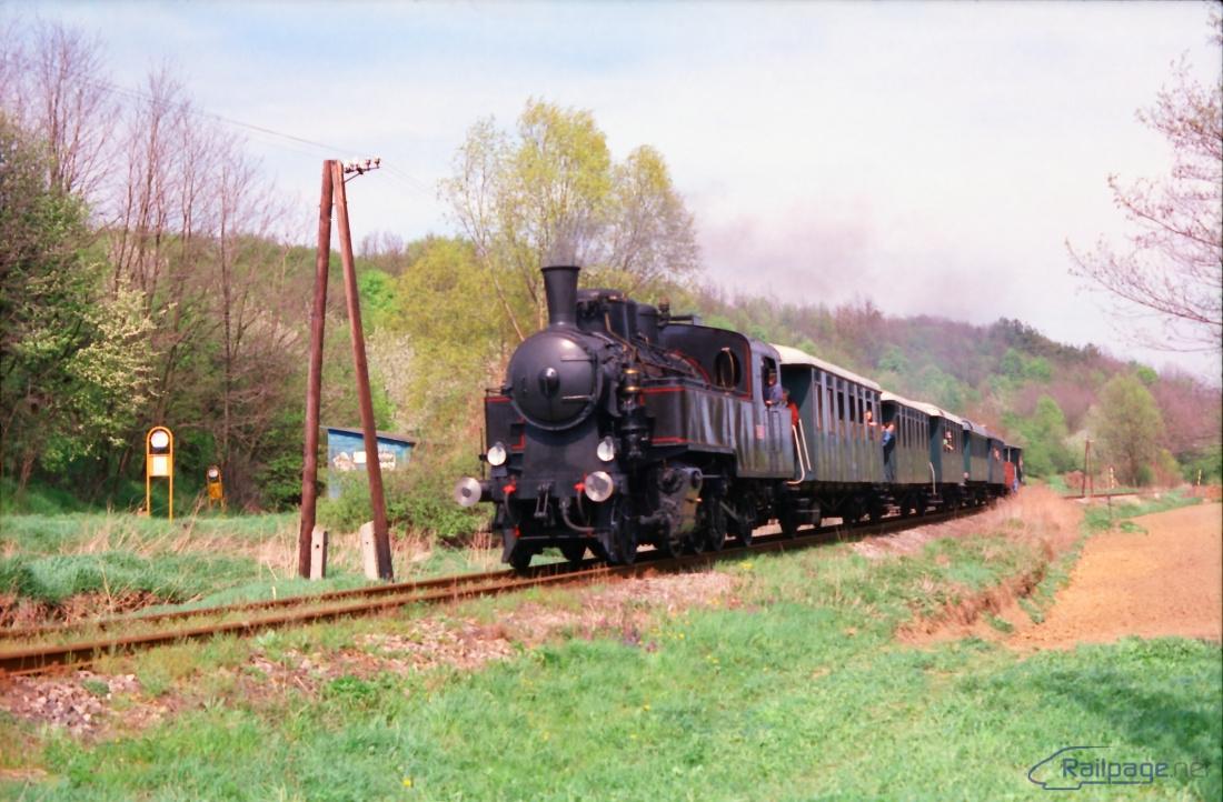 Zvláštny parný vlak na malebnom mieste u Osuského.