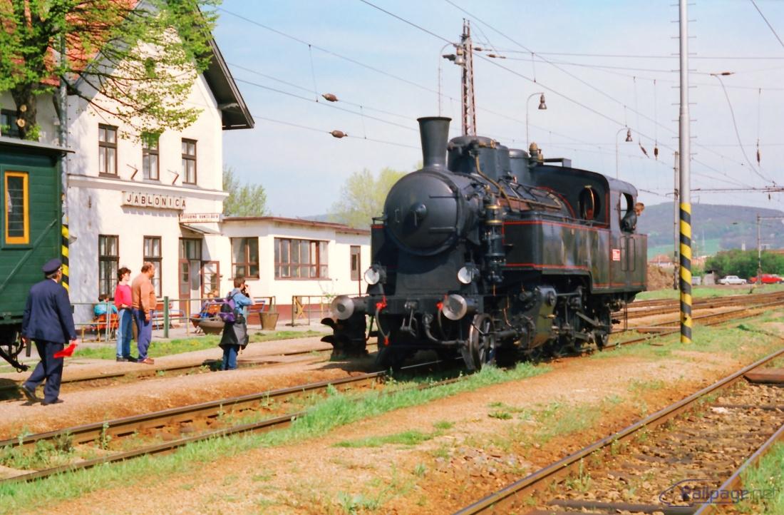 """""""Uhranka"""" po obehnutí súpravy v Jablonici bude pripravený na odjazd späť do Trnavy."""