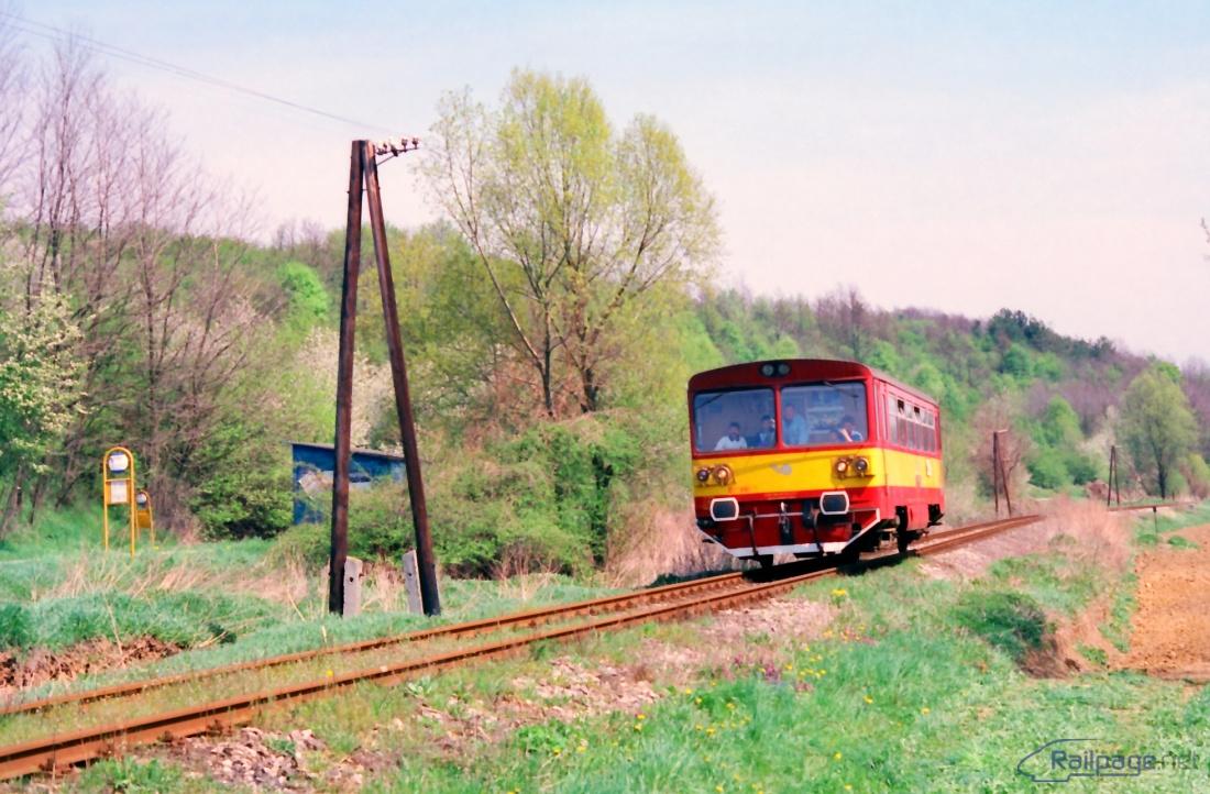 Na trati z Jablonice do Brezovej sa v roku 1997 striedali dva motorové vozne radu 810 – 810.481 fotografovaný u Osuského v unifikovanom nátere a 810.660, ktorého fotografia bola urobená v Jablonici.