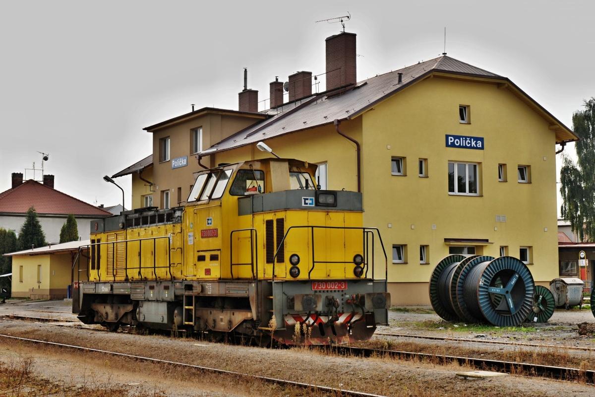 15. září 2009 nastala jedinečná příležitost spatřit prototypovou lokomotivu 730.002-3 na traťovém výkonu s manipulačním vlakem v Poličce. Foto: Josef Vendolský